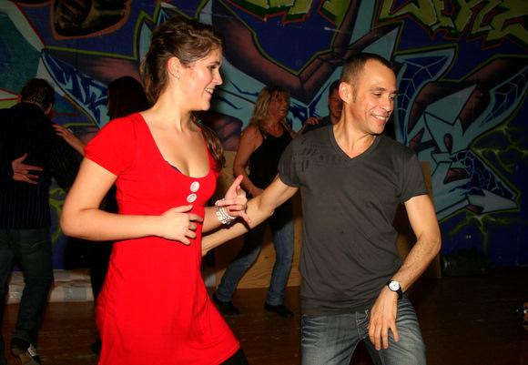 dating salsa danser